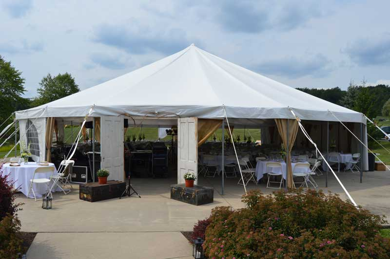 Wedding tent at Woodlynn Hills